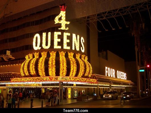 4 Queens