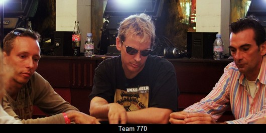 Phil Laak = short stack = attaque
