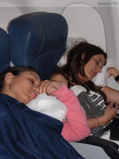 Sabrina et Emilie dans l'avion